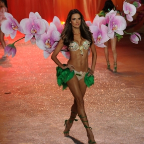 5 Crazy Looks From The Victoria's Secret FashionShow